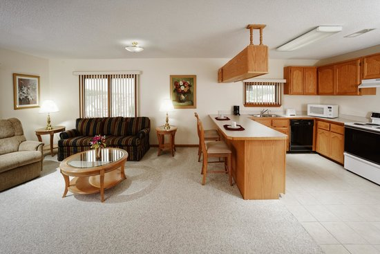 Branson's Best : Jacuzzi Suite Kitchen