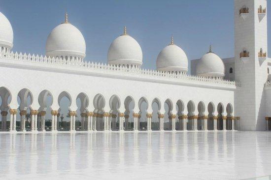 Scheich-Zayid-Moschee: Внутренний дворик