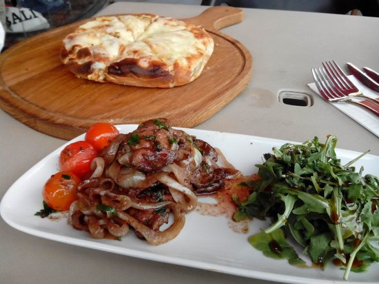 Cambaz Bar and Chargrill: Quality food, chicken livers ans cheesy garlic bread