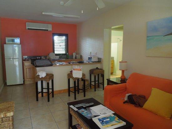Buccaneer Beach Club : Sala e cucina