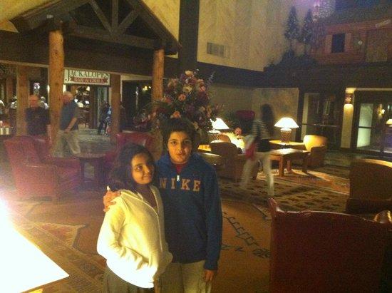 Tenaya Lodge at Yosemite: Kids at the lobby of Tenaya Lodge
