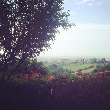 Hotel Santa Caterina : Vista dal giardino durante la colazione