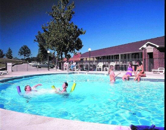 Branson's Best: Pool Daytime