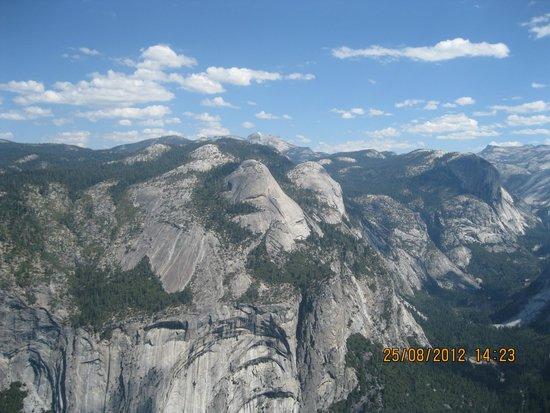 Tenaya Lodge at Yosemite : A view of the mountains in Yosemite National Park