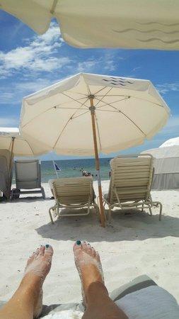 LaPlaya Beach & Golf Resort, A Noble House Resort: Relaxing on the beach!