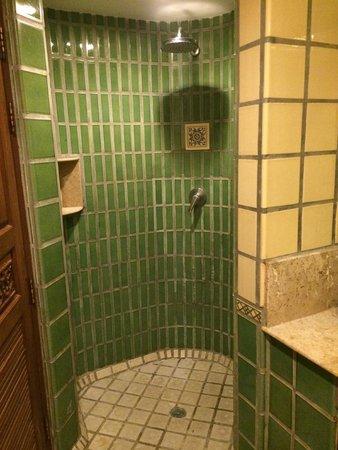 Pacific Club Resort: Shower