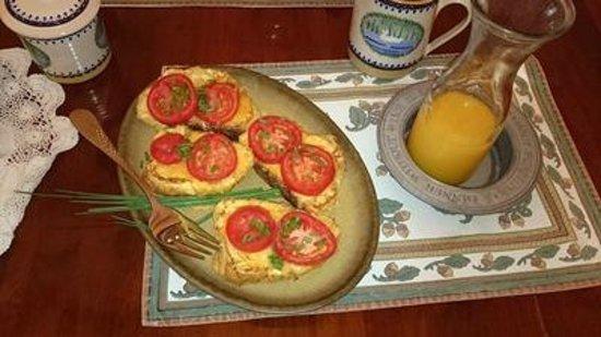 Rancho Nambe: French Toast with Tomato Breakfast