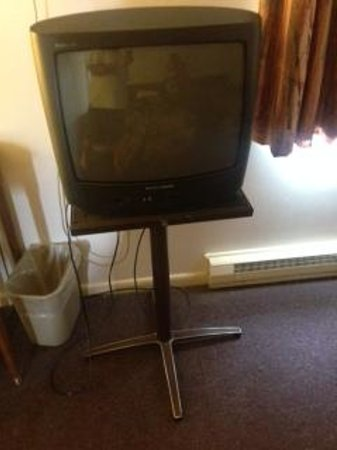 Howe Caverns: August 2014 TV and Stand