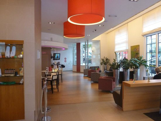 Novotel Brussels Grand Place: The lobby