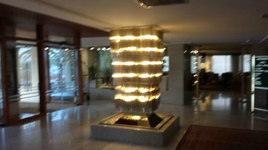 Royal Plaza Hotel: Reception and lobby