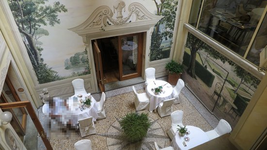 """Grand Hotel Majestic """"Già Baglioni"""" : the smoking section at the breakfast"""