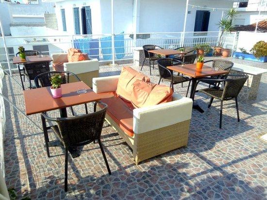 Babis Hotel: Terrazza comune