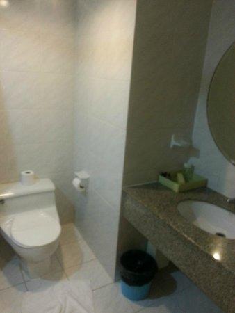 Omni Tower Sukhumvit Nana by Compass Hospitality: Salle de bain