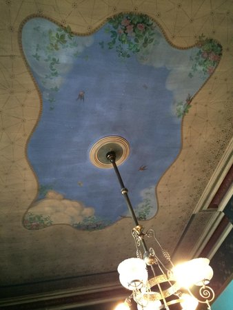 Copper King Mansion: Ceiling fresco in the Family Suite