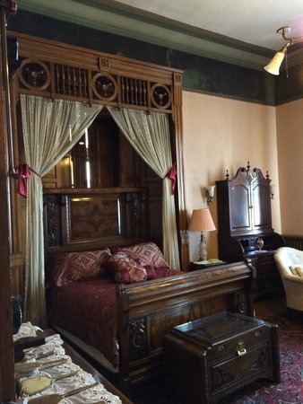Copper King Mansion: Bedroom