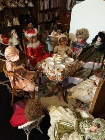 Copper King Mansion: The doll room