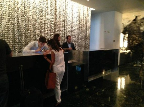 The Standard Downtown: Reception