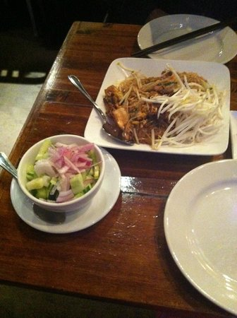 Basil Canteen: Pad Thai ans cucumber salad