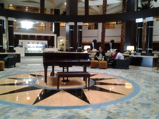 Roda Al Bustan: when you enter, walk to the front desk, then turn around 180 degrees and you will see this!