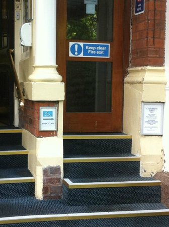 Britannia Prince of Wales - Southport: Wheelchair access? How?