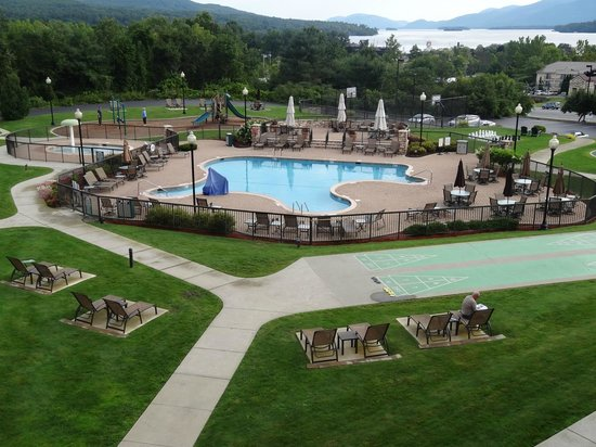 Holiday Inn Resort Lake George: Everything right on the grounds!