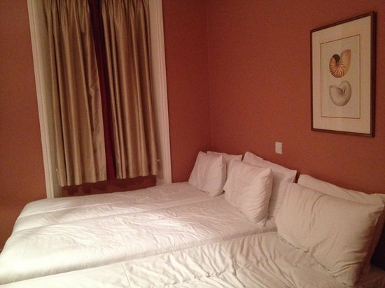 Coronation Hotel: triple room