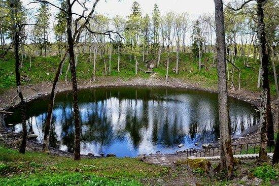 Kaali Meteorite Crater: кратер