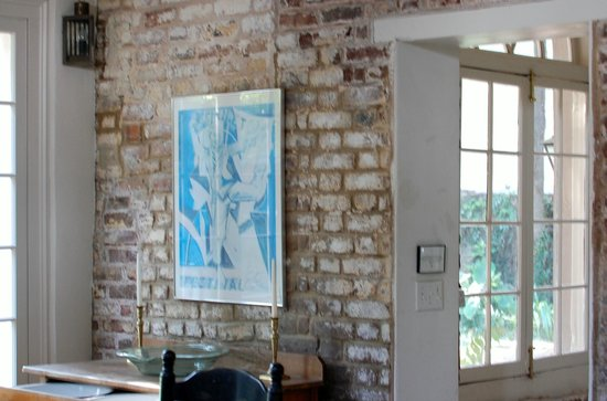 21 East Battery Bed and Breakfast : Original brick