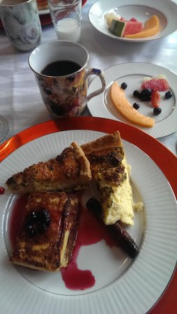 Northside School Bed and Breakfast: Quiche, Huckleberry French Toast