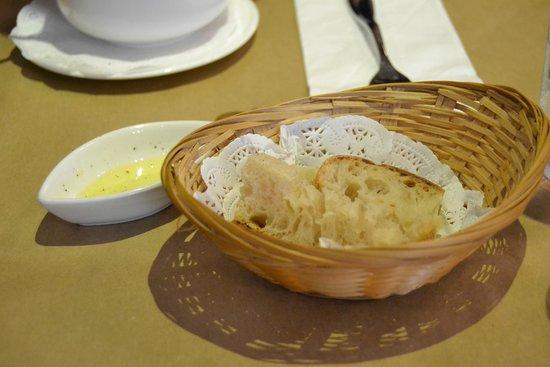 Trattoria Caffe' Monteverdi : bread & oil