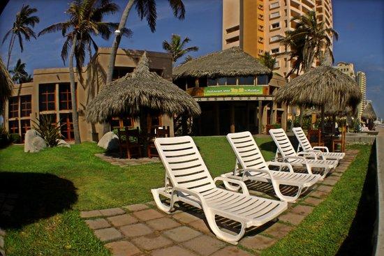 Villas El Rancho Green Resort: Aquí puedes tomar el sol, disfrutando de la hermosa vista del mar.