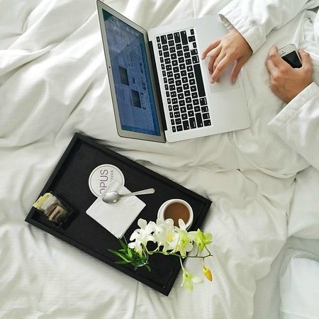 Opus Hotel: working from bed