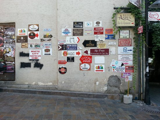 Dogan Hotel: Signs to the hotels