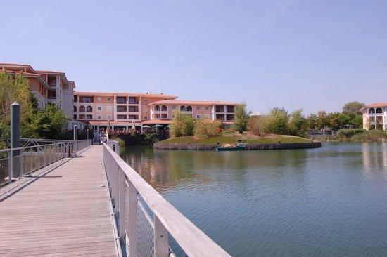 Mimozas Resort & SPA: Walkway and resturant
