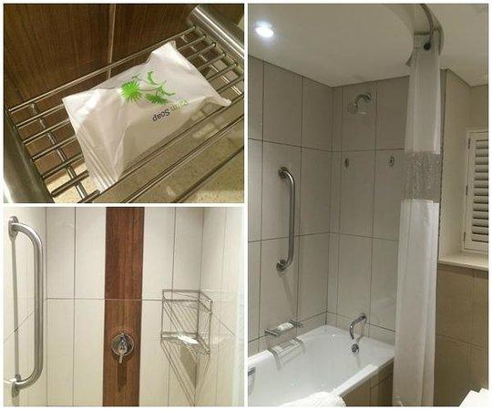 Cabana Beach Resort: Bathroom and shower