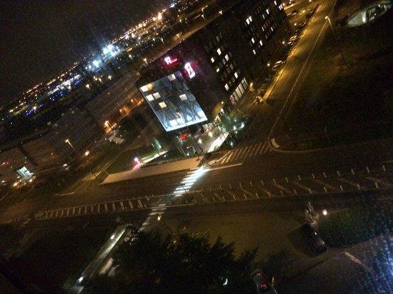 Hilton Paris Charles de Gaulle Airport : Night View (8th Floor)