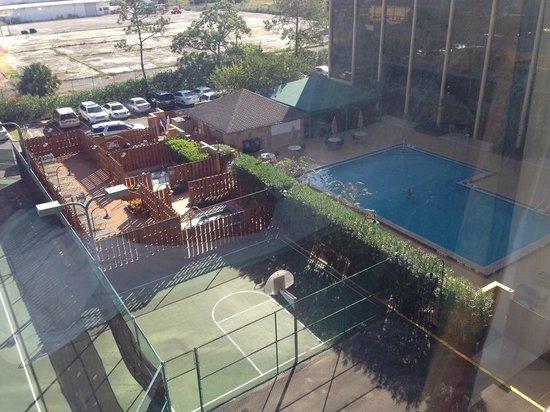 Best Western Orlando Gateway Hotel: Vista do quarto das áreas da comuns do hotel