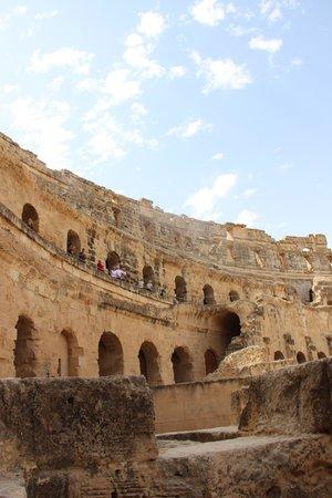 El Jem Amphitheatre : вид с арены