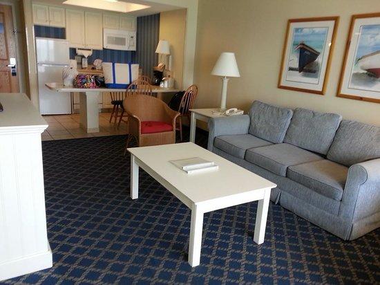 Hampton Inn & Suites Myrtle Beach/Oceanfront: livingroom/kitchen area