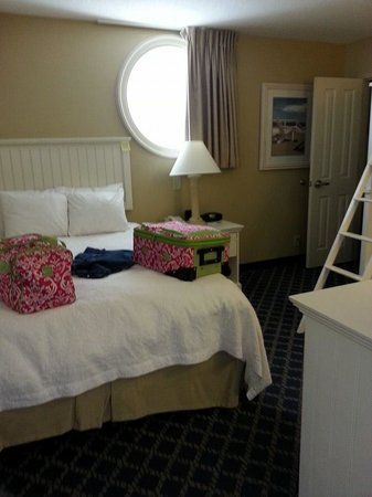 Hampton Inn & Suites Myrtle Beach/Oceanfront: Second bedroom with bunk beds