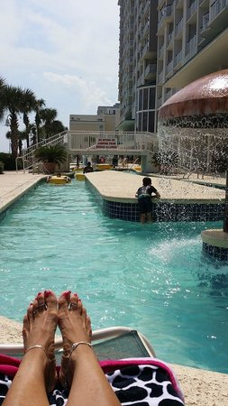 Hampton Inn & Suites Myrtle Beach/Oceanfront: Another view from loungechair at lazy river.