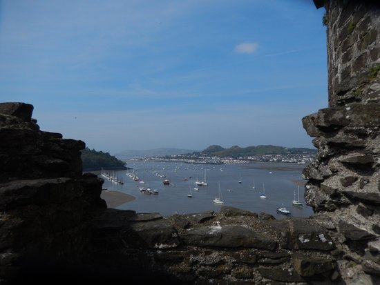 Conwy Castle: Spectacular view ontop of castle overlooking the water