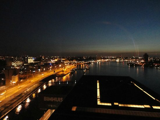 Movenpick Hotel Amsterdam City Center: Great view day and night