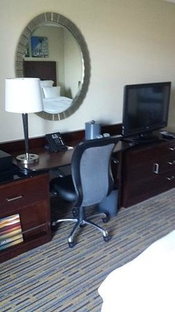 San Diego Marriott Mission Valley : Desk area in the room
