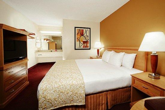 Whispering Hills Inn: King Room