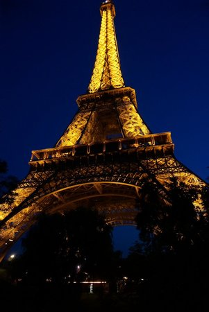 Eiffel Tower: Вечером вид лучше