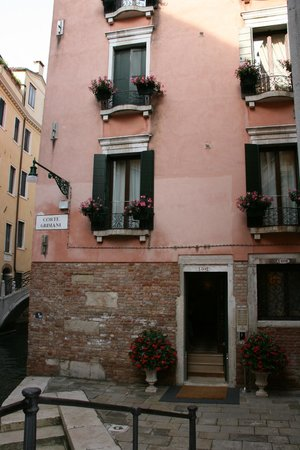 Residence Corte Grimani : Outside of hotel