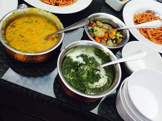 The Amber - Vermont Estate : yummy food! daal, palak, spagetti bolognese:)