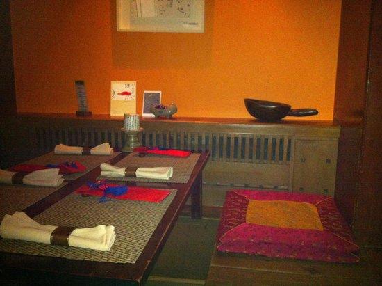 Hangawi : The table