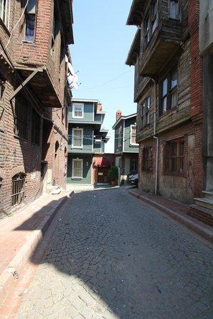 Hayriye Hanim Konagi Hotel: Town
